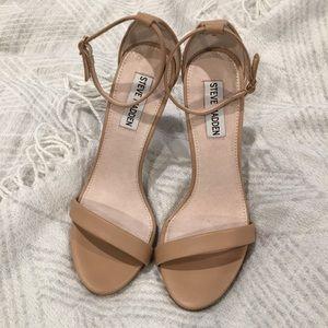 Stecy Steve Madden nude sandal heels